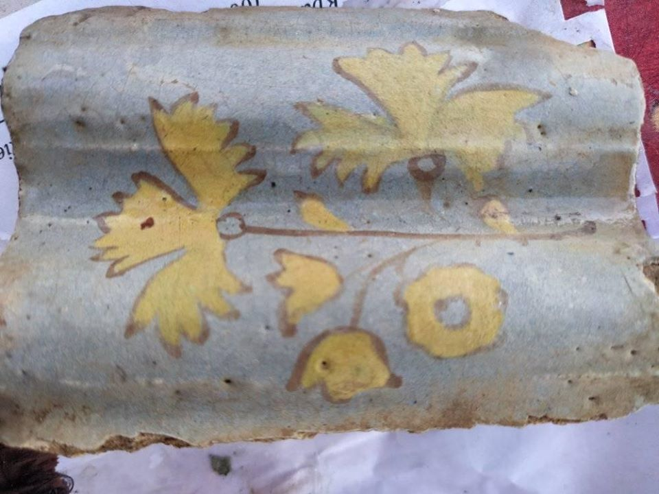 Вчені знайшли кераміку, ліпнину і кістки