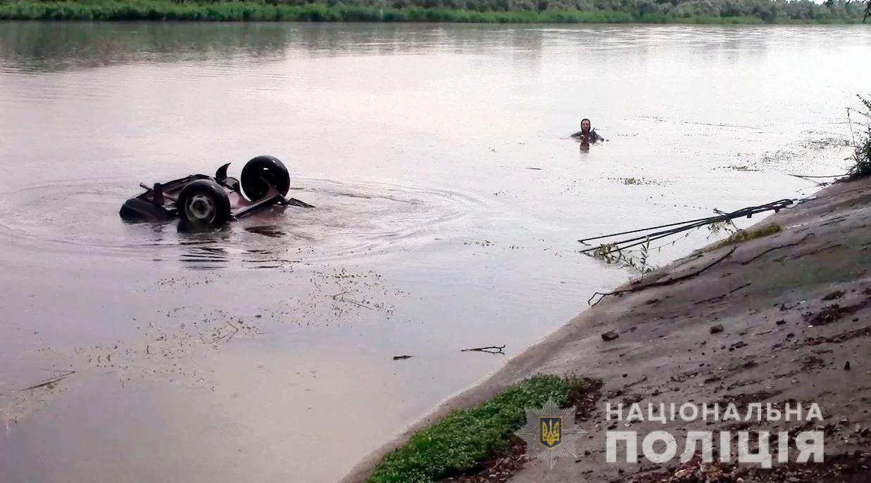 На Херсонщине застрелили фермера и утопили его в автомобиле