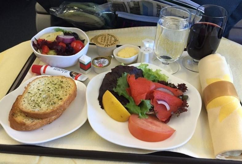 Еда в самолете: что безопасно употреблять