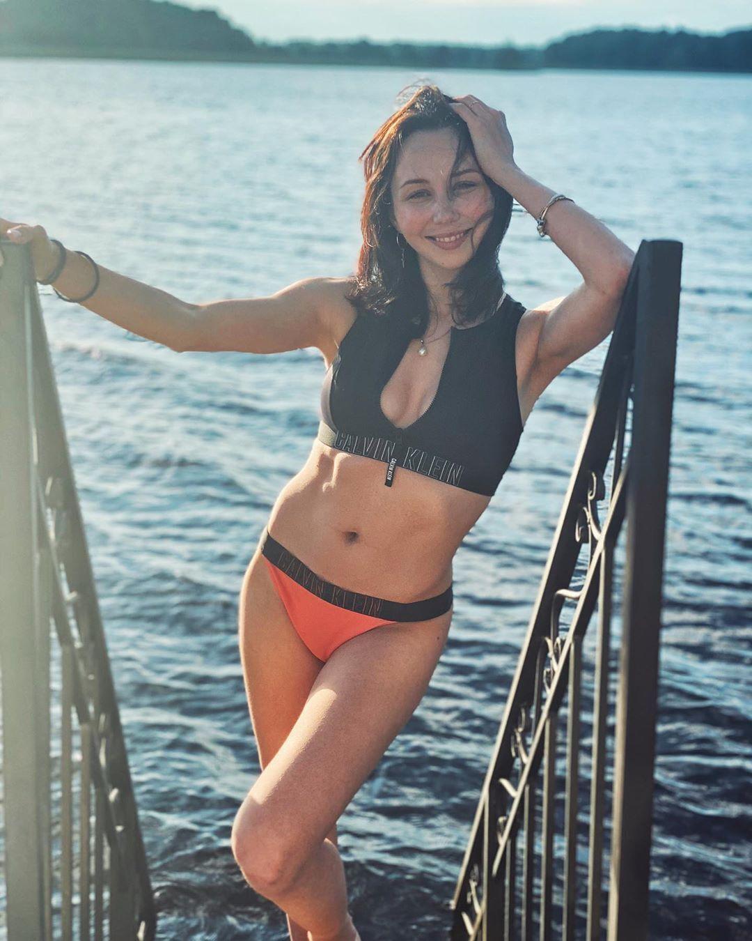 Єлизавета Туктамишева похвалилася фігурою купальнику