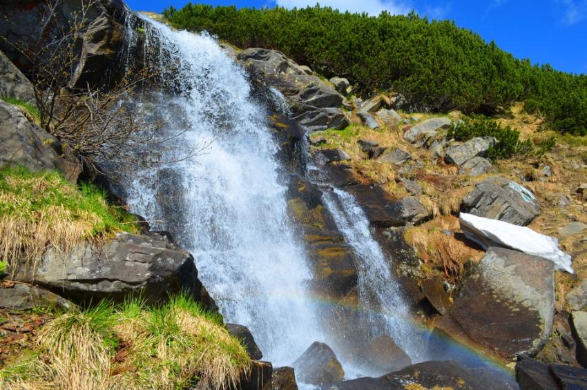 Прутский (Говерлянский) водопад (источник – karpaty.life)