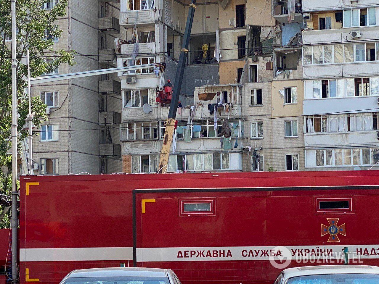 Под завалами дома на Позняках в Киеве ищут людей