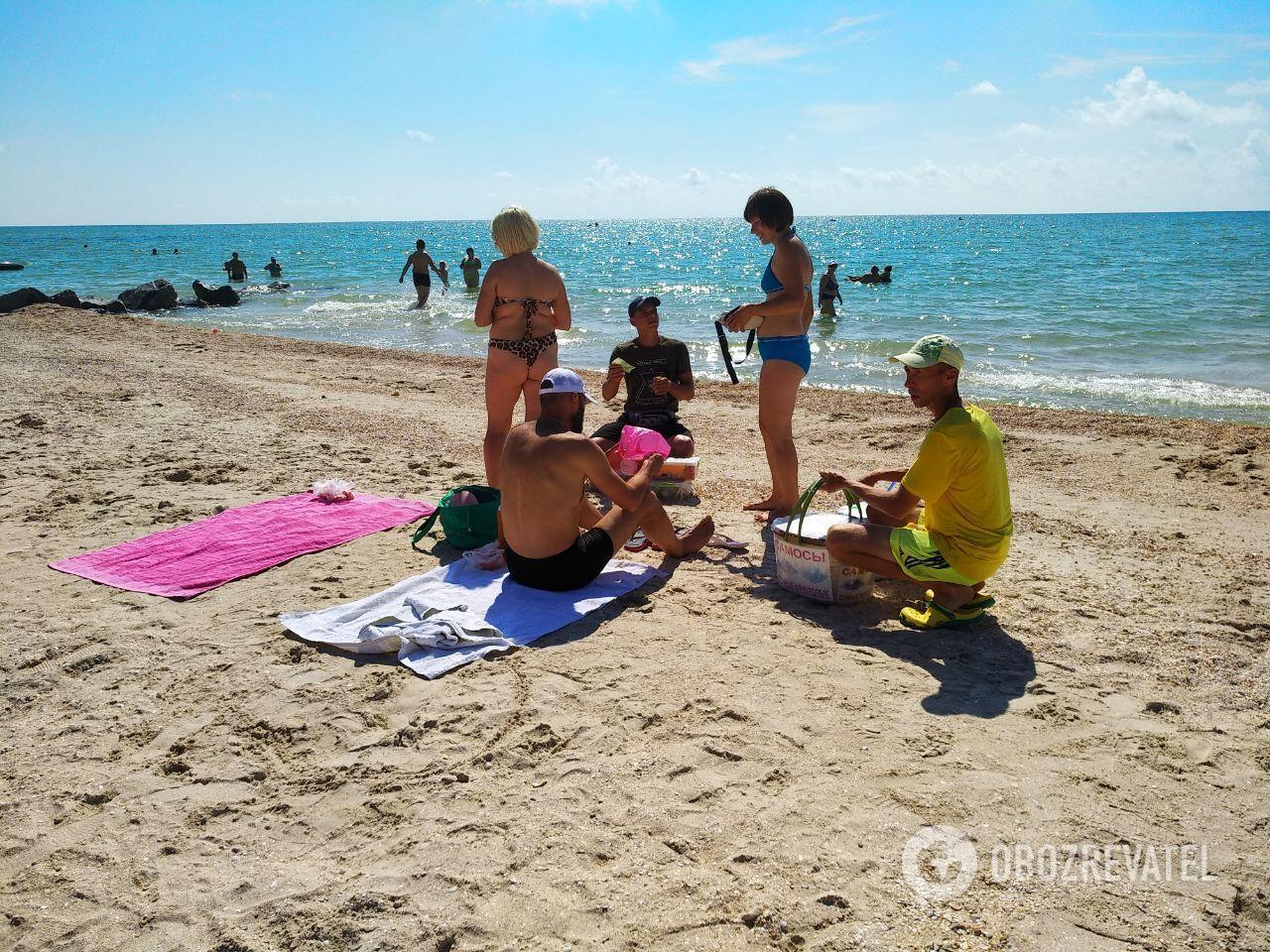 В Кирилловке продавцы на пляжах не пользуются средствами защиты