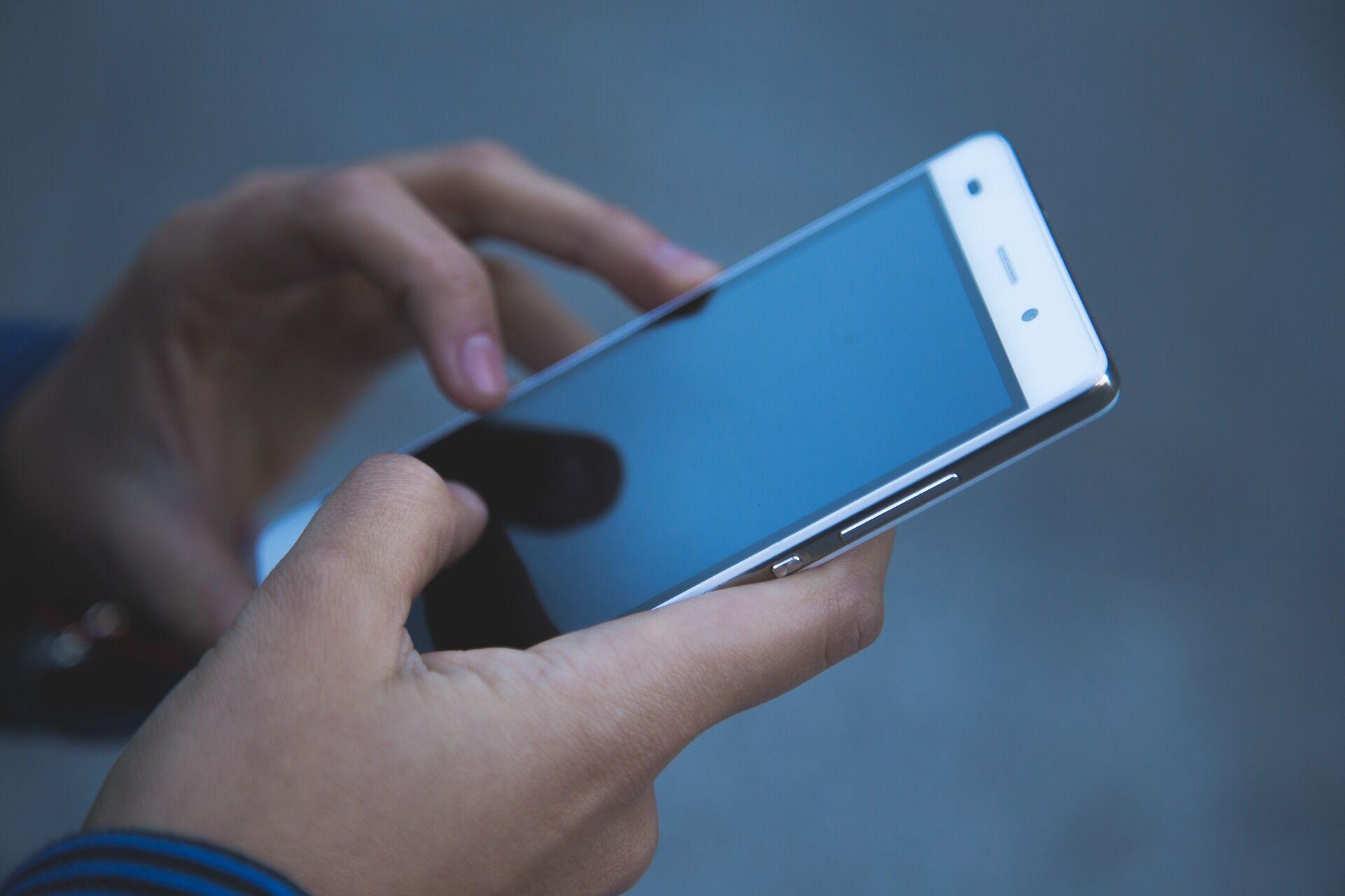 Одна з головних ознак того, що телефон прослуховується, – сторонні додатки