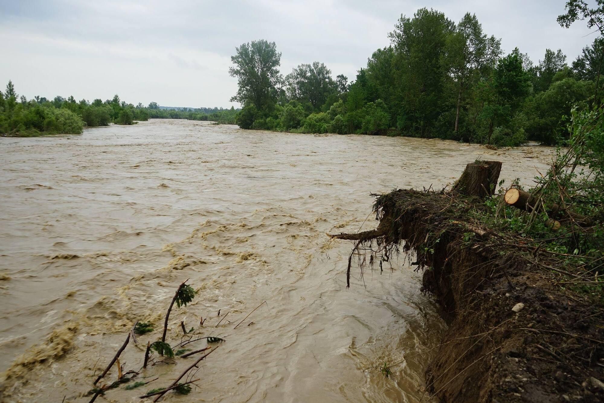 Западную Украину затопило после ливня