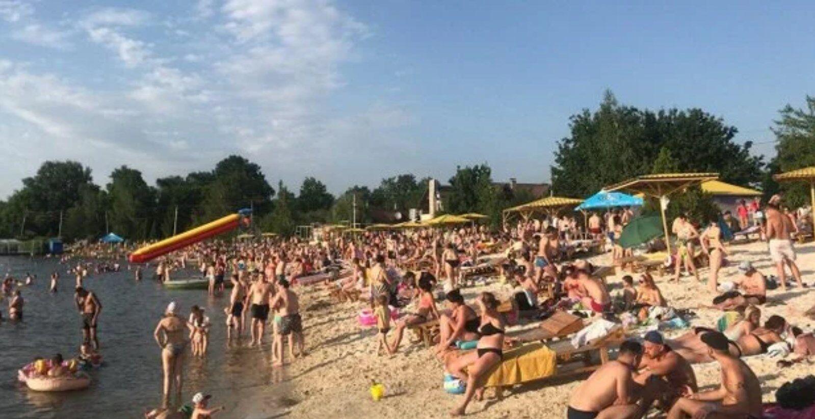 В Харькове на пляжах нет свободных мест.
