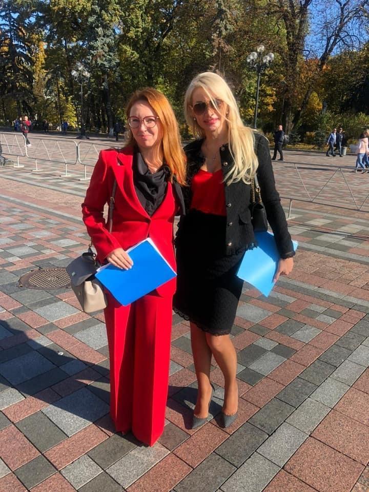 Ірина Аллахвердієва (праворуч)