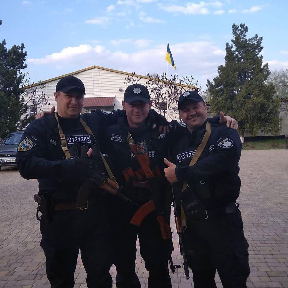 Олексій Конєв (у центрі)