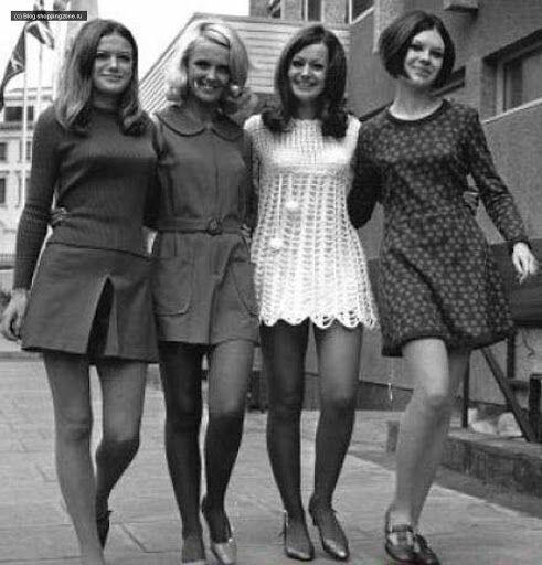 Девушки в мини-платьях в Прибалтике