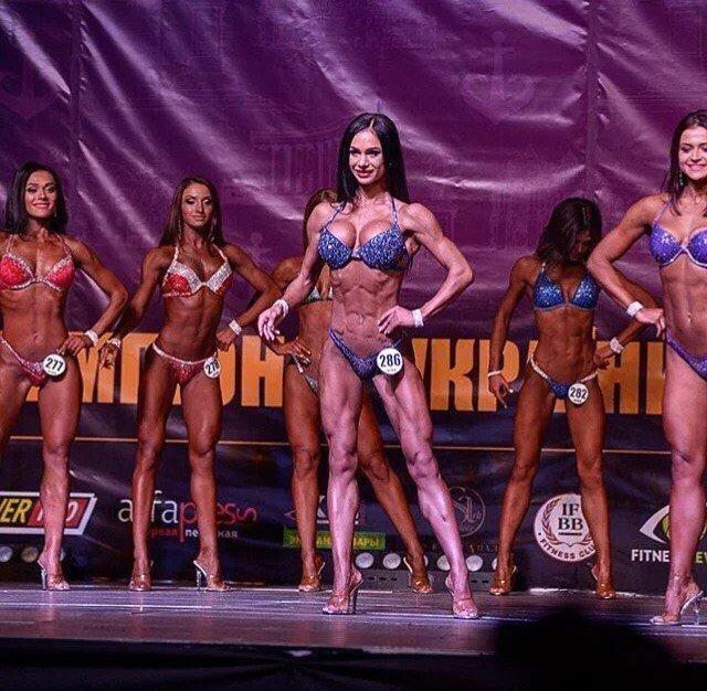 Украинская чемпионка показала соблазнительную тренировку в бикини