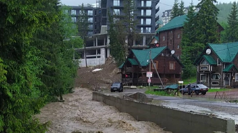 """Курорт """"Буковель"""" затопило"""