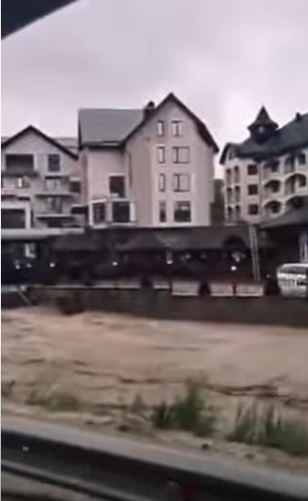 """Курорт """"Буковель"""" пострадал из-за наводнения"""