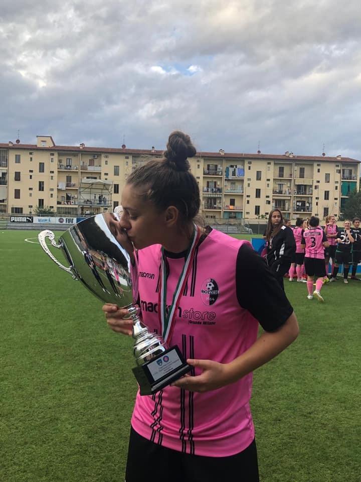 Итальянская футболистка-красавица разбилась насмерть на скутере