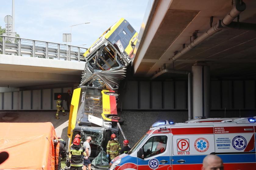 В Польше автобус упал с моста: есть жертвы, десятки раненых