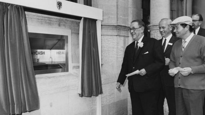 Первый в мире банкомат