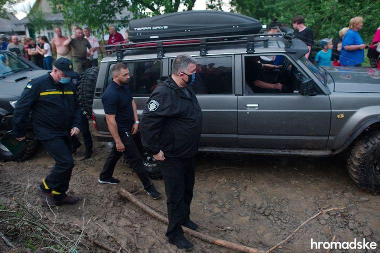 Візит Зеленського на затоплене Прикарпаття показали у фоторепортажі