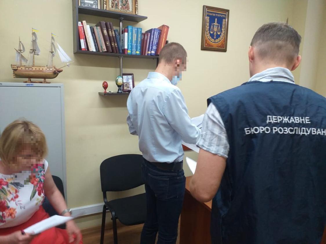 """В Киеве бывший следователь """"потерял"""" изъятые 1,2 млн грн, ему озвучено подозрение."""