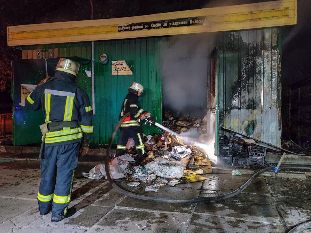 В Киеве во время пожара в МАФе с овощами погибла женщина