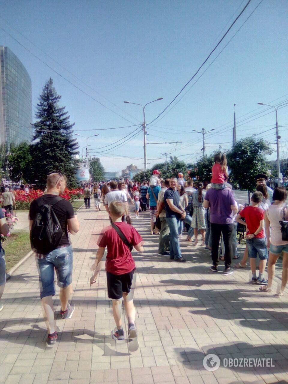 Чумной парад. Фоторепортаж из оккупированного Донецка