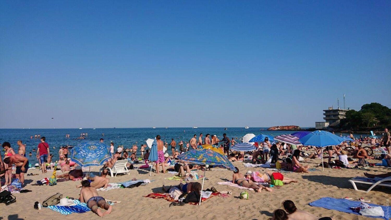 Одесситы продолжают купаться недалеко от затонувшего танкера. dumskaya.net