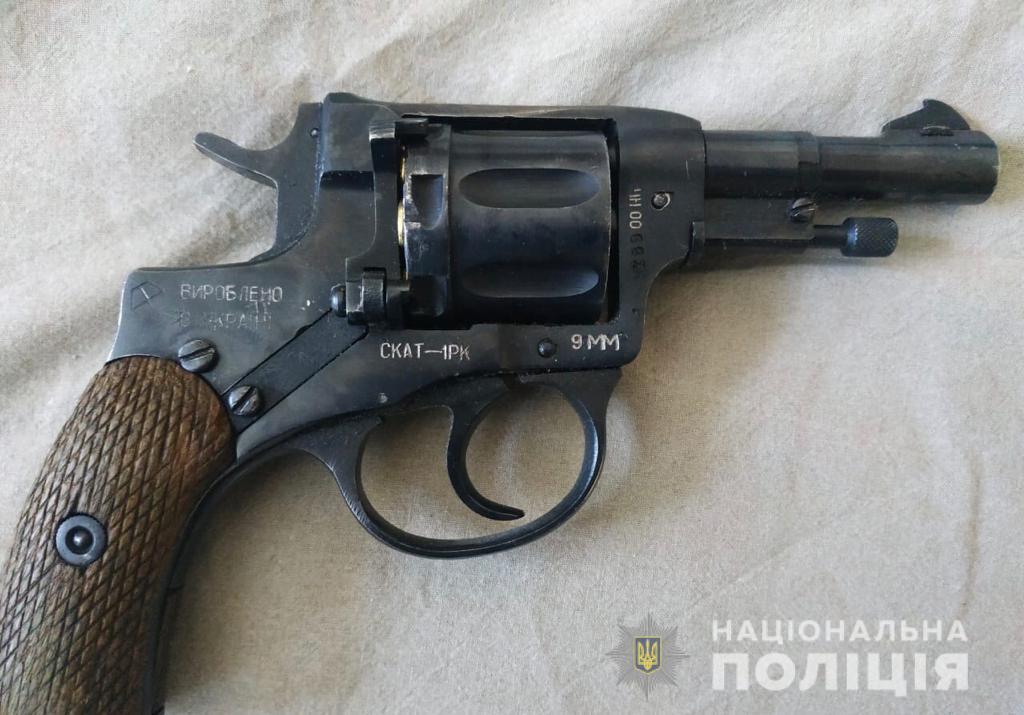 Под Киевом мужчина открыл стрельбу