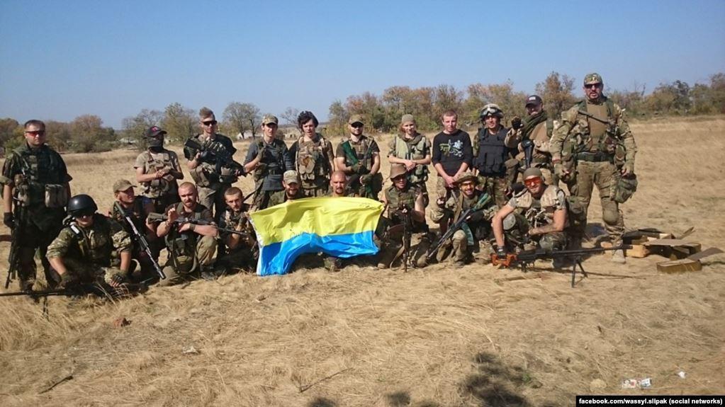 Василий Слипак (крайний справа) с побратимами