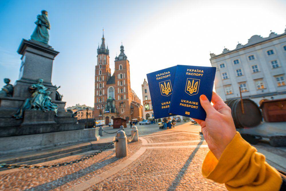 """Украинцы не смогут попасть в ЕС с 1 июля: список """"разрешенных"""" стран обновили"""