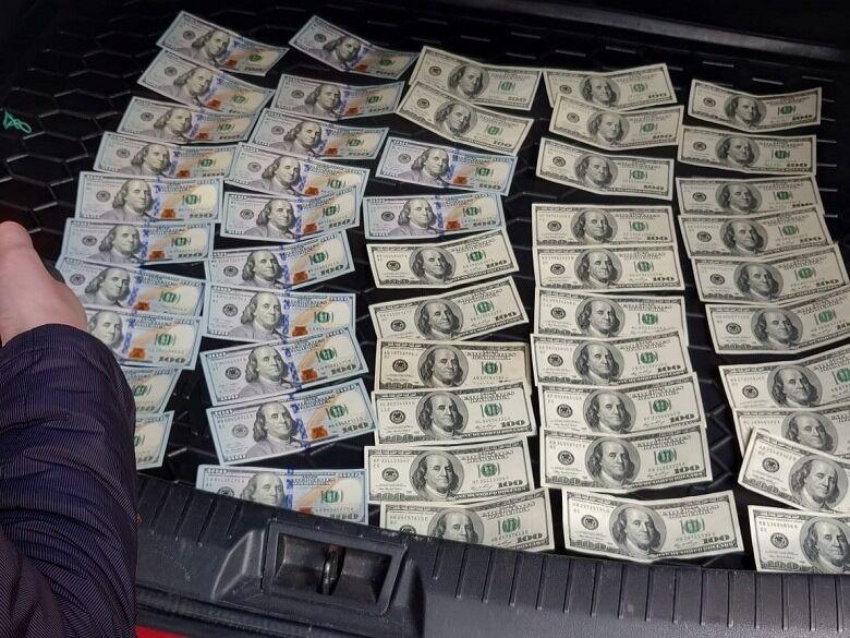 У Києві топчиновника МОН спіймали на хабарі в 300 тисяч грн