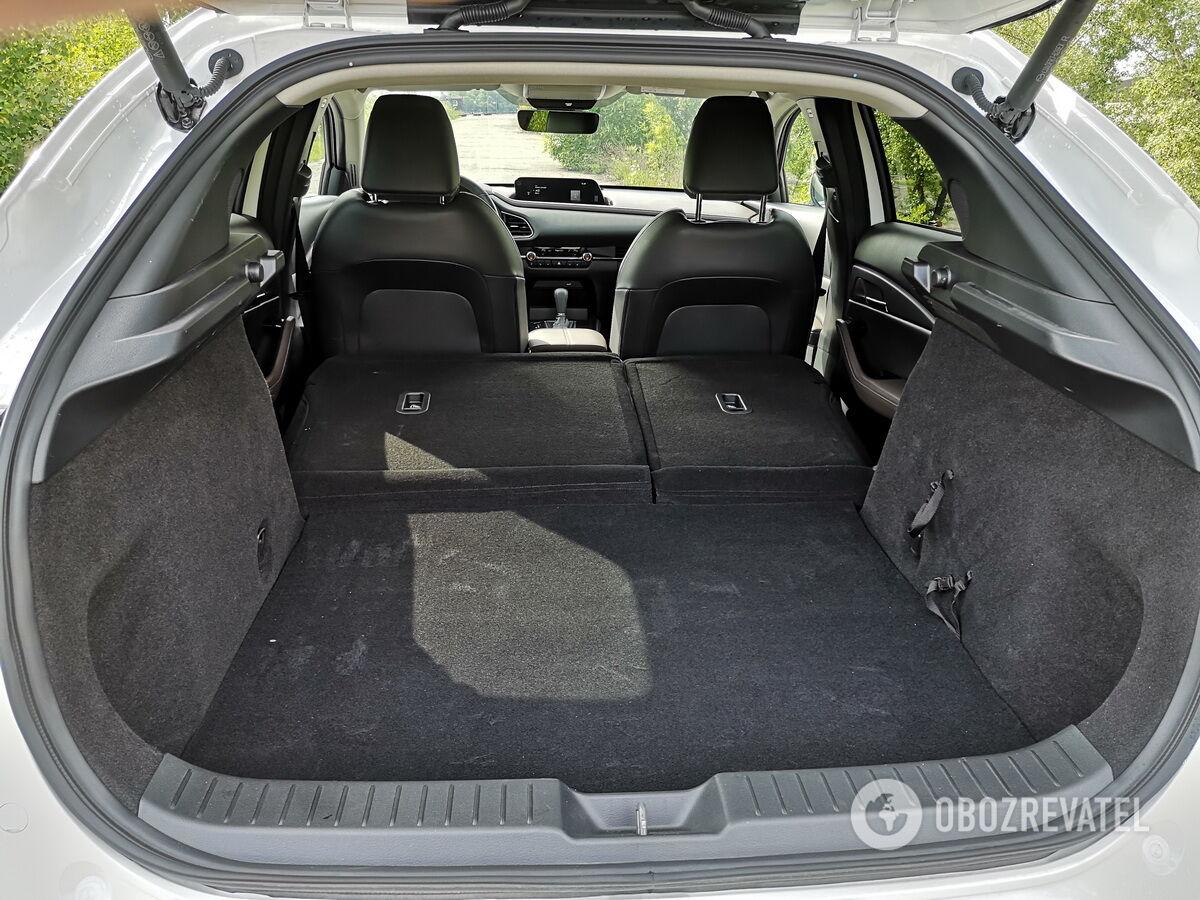 При сложенной спинке объем багажника в зависимости от версии составляет от 1398 до 1406 л