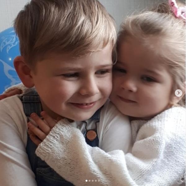 Загиблий Арсен із сестричкою Аріною, якій вдалося вижити в страшній ДТП