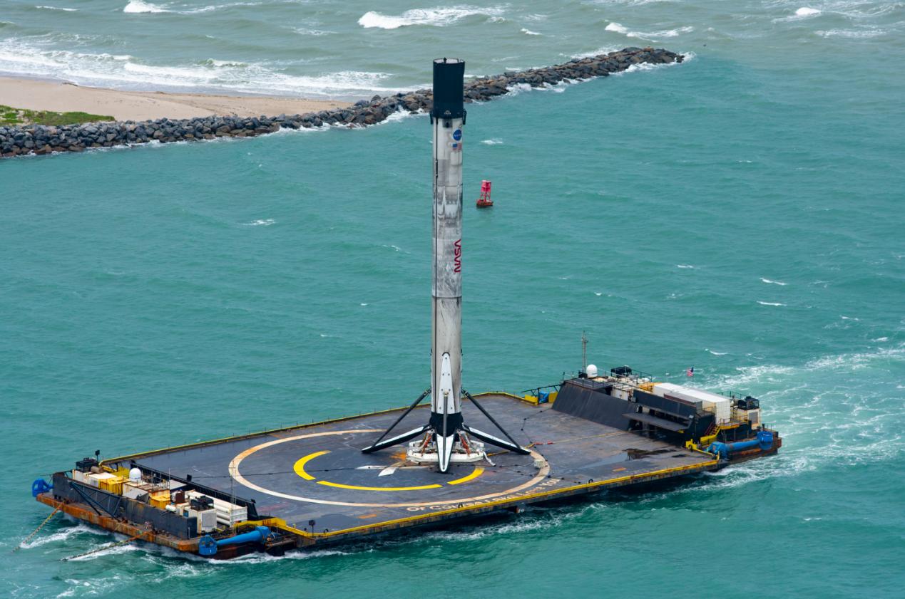 Falcon 9 успешно вернулась на космодром на мысе Канаверал
