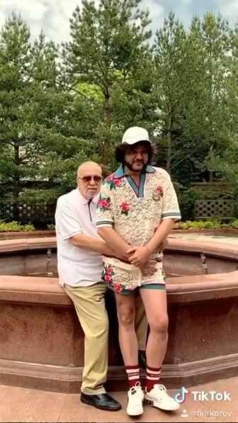 Кіркоров повторив зворушливе фото з батьком через 50 років