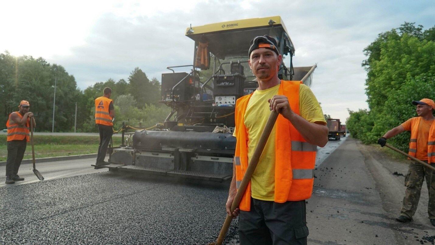 """Хто стоїть за новими дорогами """"Великого будівництва"""". Фоторепортаж про робітників"""