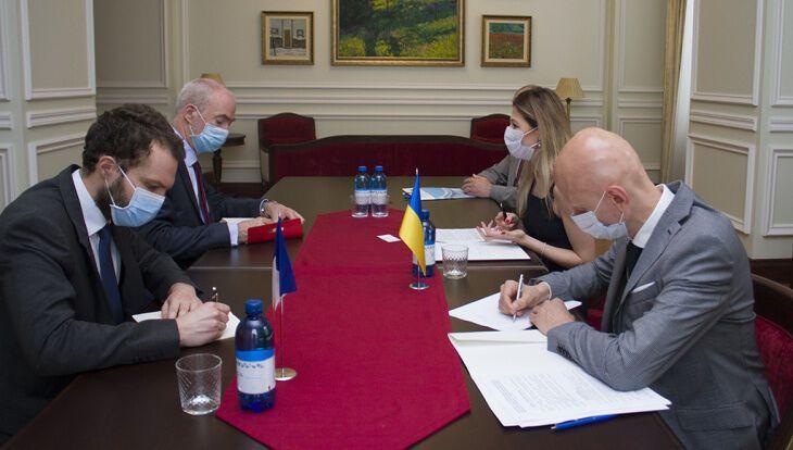 Еміне Джапарова зустрілася з послом Франції в Україні Етьєном де Понсеном