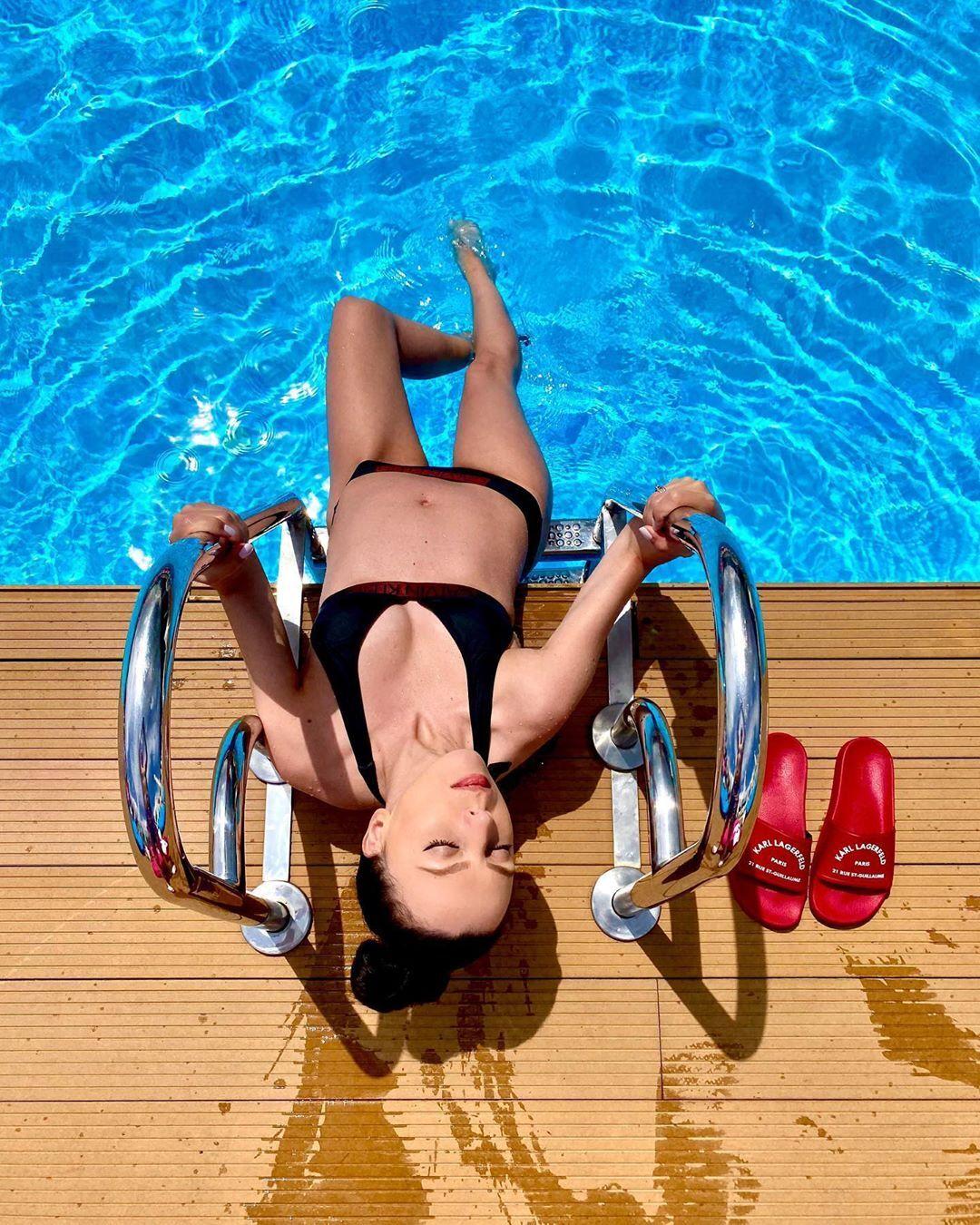 Звездная жена голкипера сборной Украины показала фото в купальнике