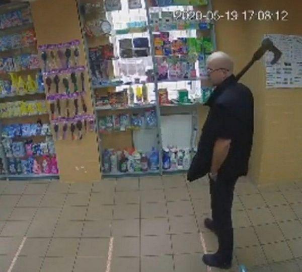 В магазине Кременчуга мужчина заживо сжег бывшую жену