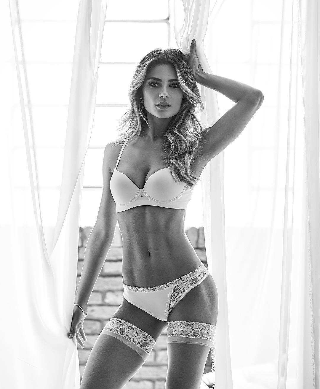 Карина Флорес