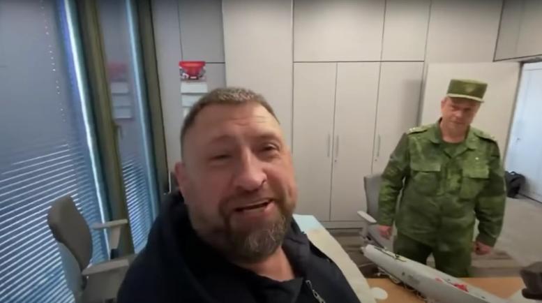 Фрагмент видео со Сладковым
