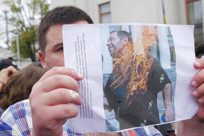 Юрий Ляшенко поджег себя у стен ВР