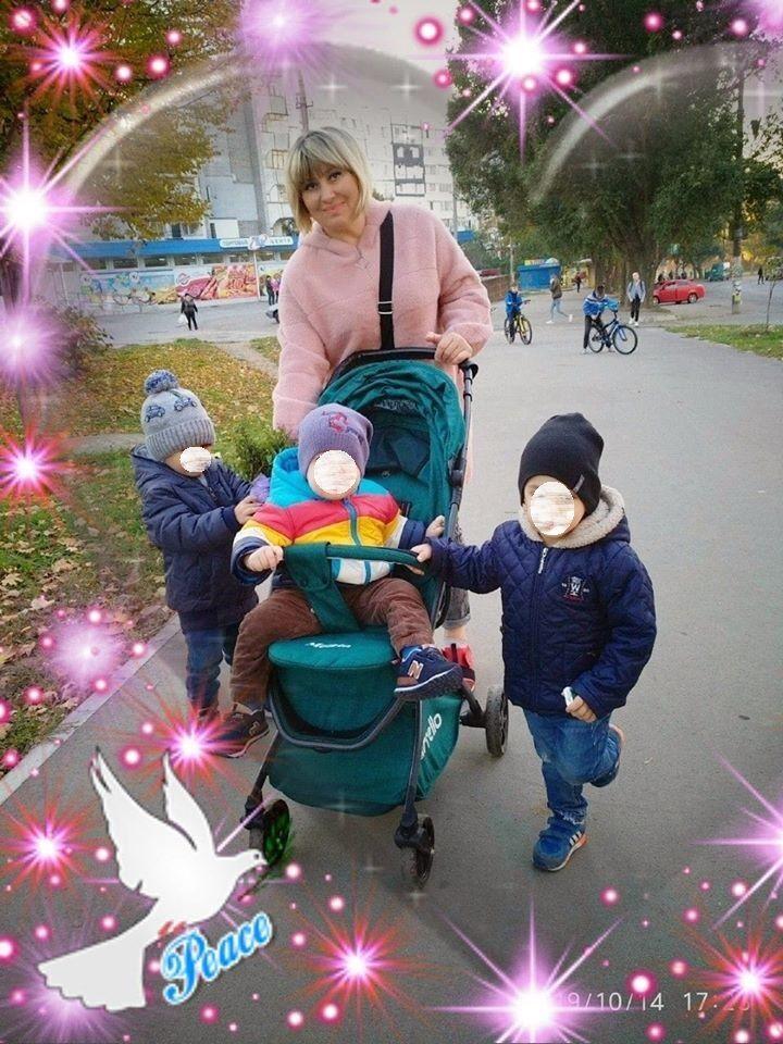 Суханова не соромиться викладати фото з чужими дітьми