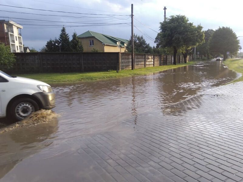 У Мукачеві злива затопила вулиці