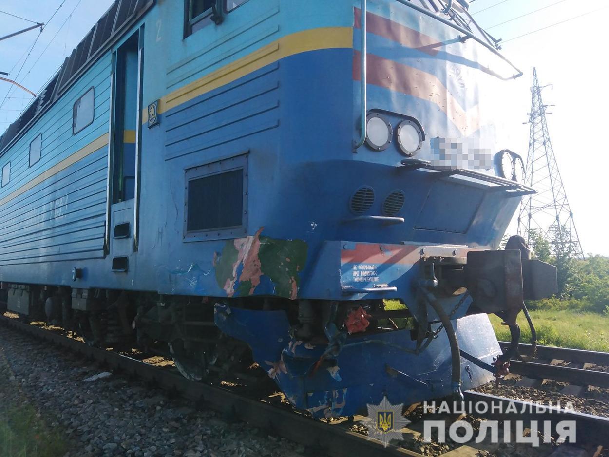 Под Мелитополем автомобиль столкнулся с поездом