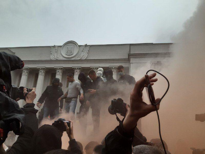 Митинг против полиции возле ВР