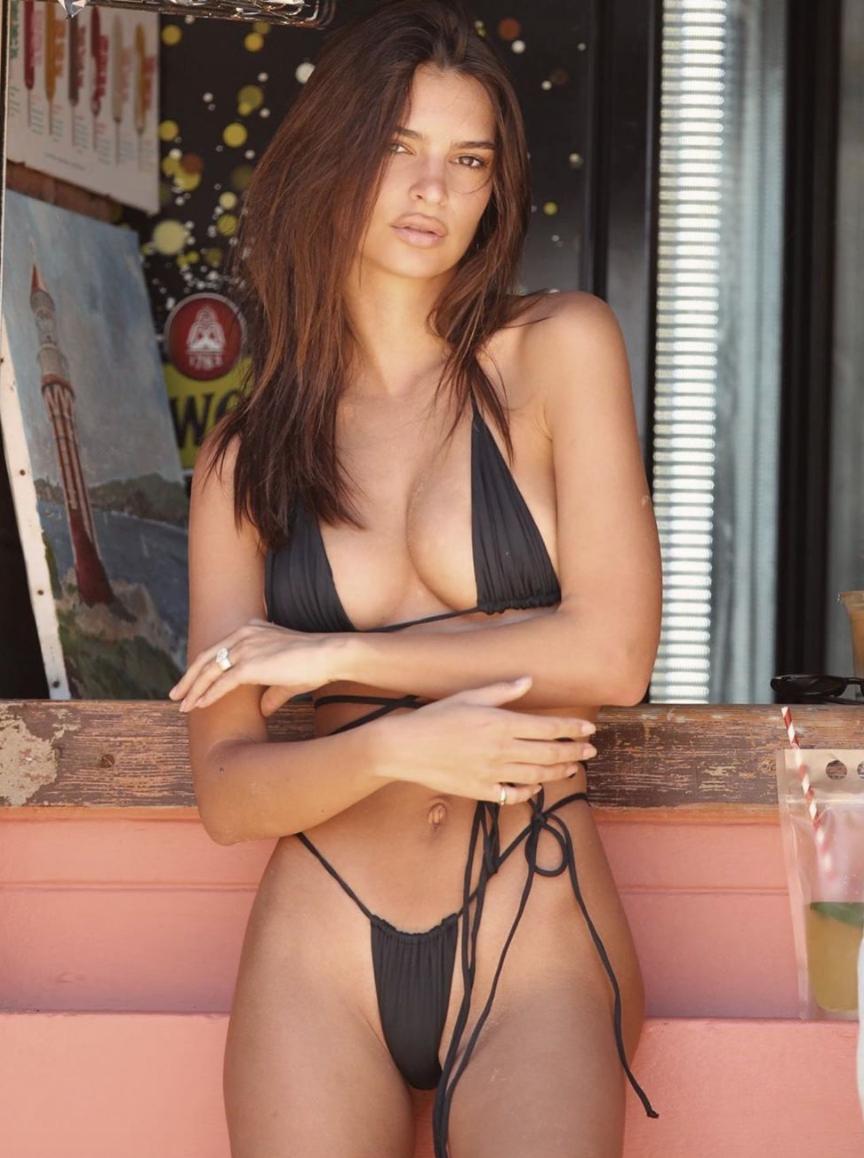 Эмили Ратаковски – 29: какими откровенными фото порадовала модель