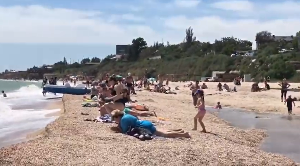 В Кирилловке пляжи на Федотовой косе пользуются большим спросом, чем центральный