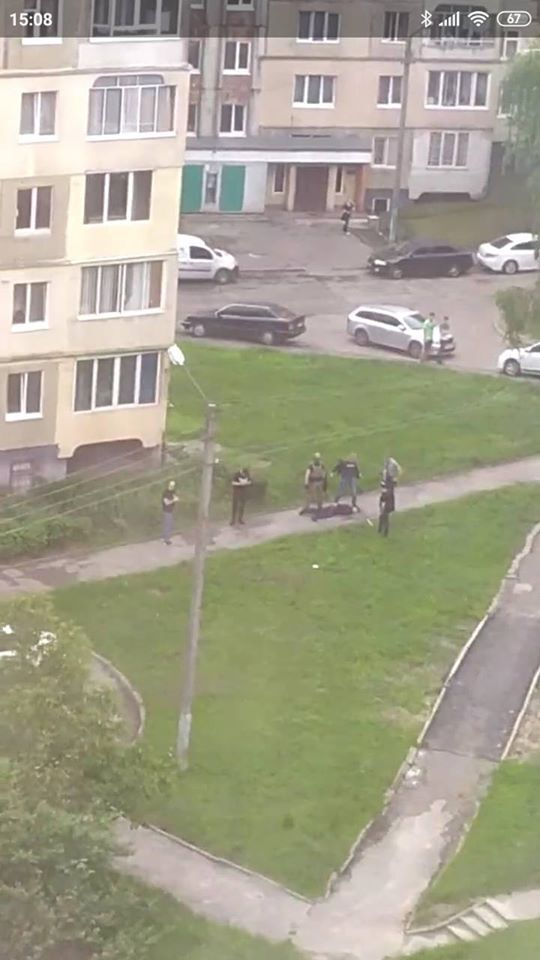 Во Львове посреди двора произошла перестрелка