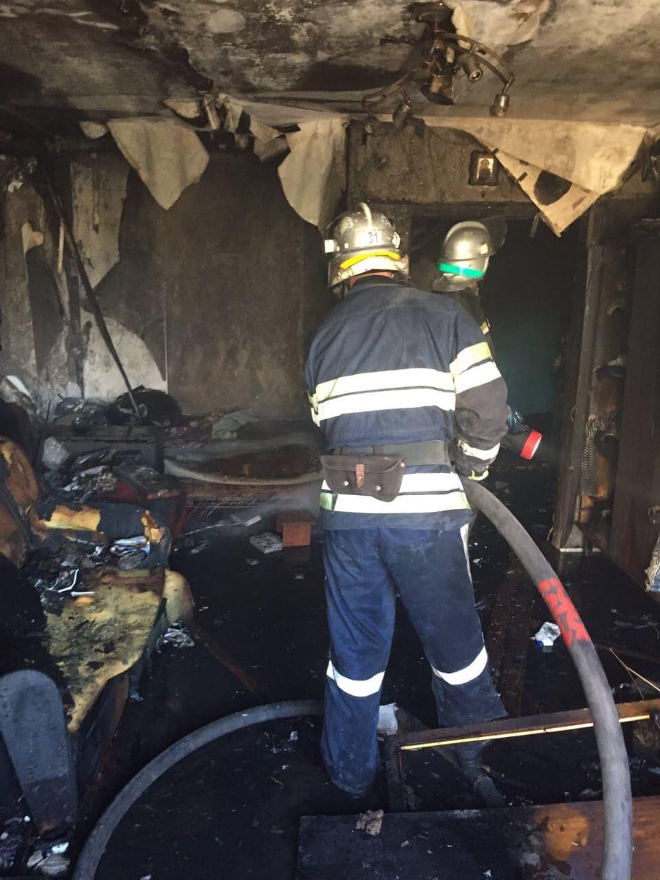 Спасатели ликвидируют пожар