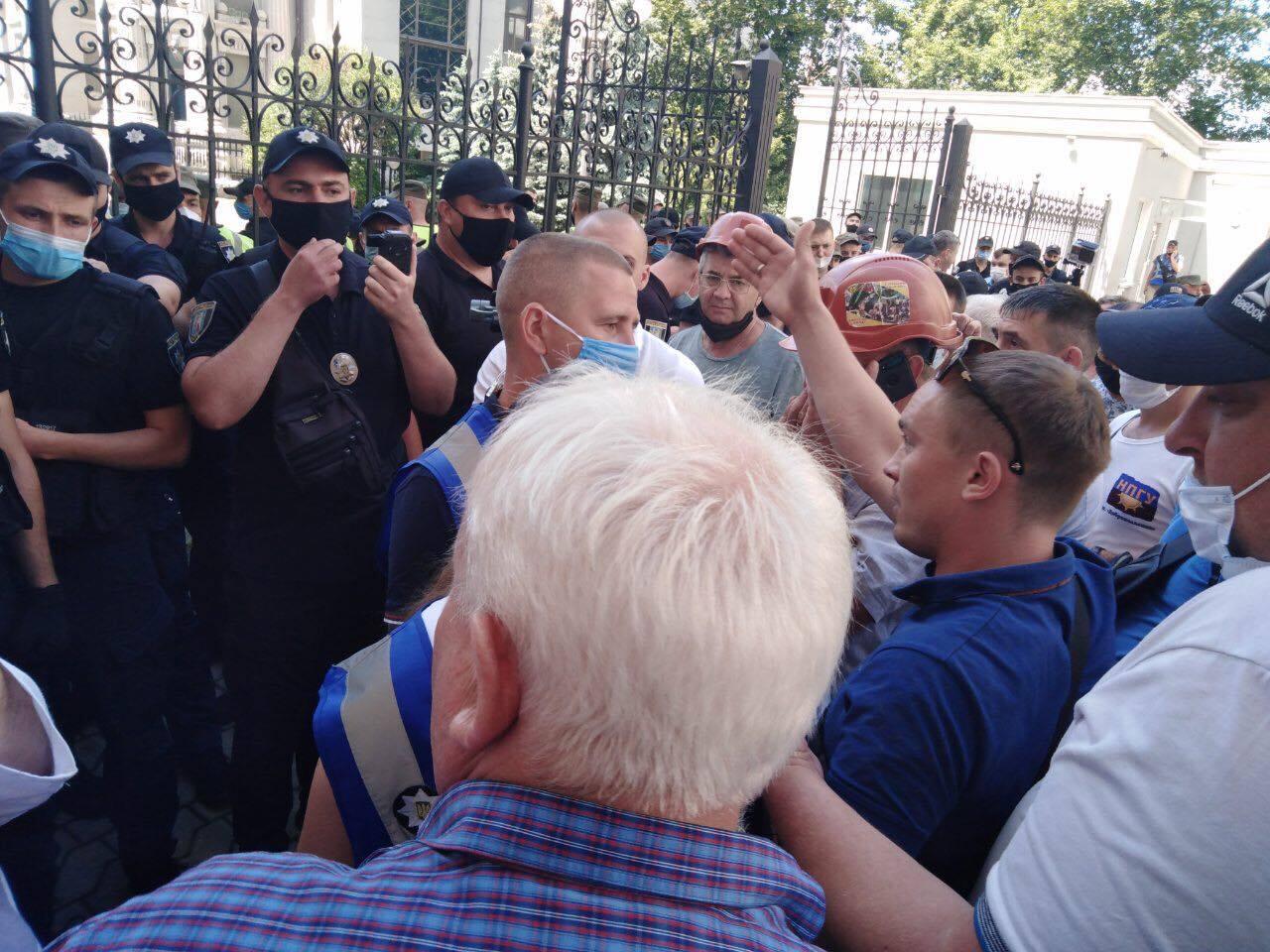 Под Офисом президента произошли столкновения между шахтерами и полицией. Видео