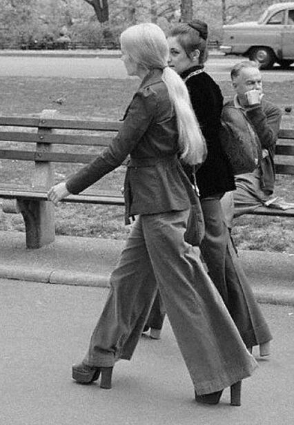 Главный тренд СССР брюки-клеш вернулись в моду: как носили и чем особенны