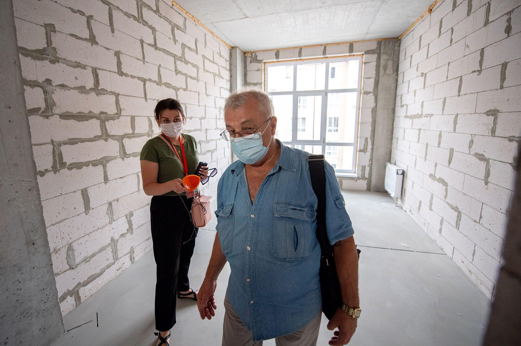 Постраждалим через вибух будинку у Києві показали нові квартири